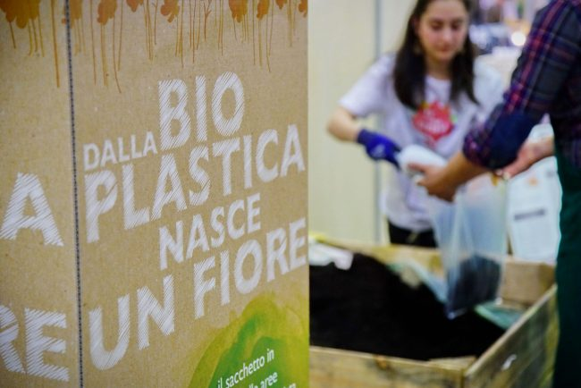 Compost allo stand MaterBI di Novamont